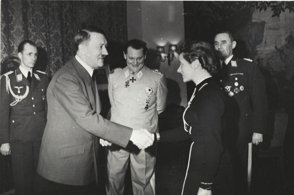 Hanna Reisch într-o întrevedere cu Adolf Hitler.