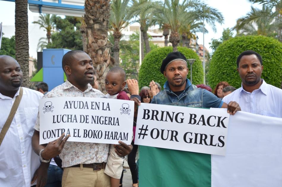 Apel pentru salvarea fetelor răpite de organizaţia teroristă nigeriană Boko Haram.