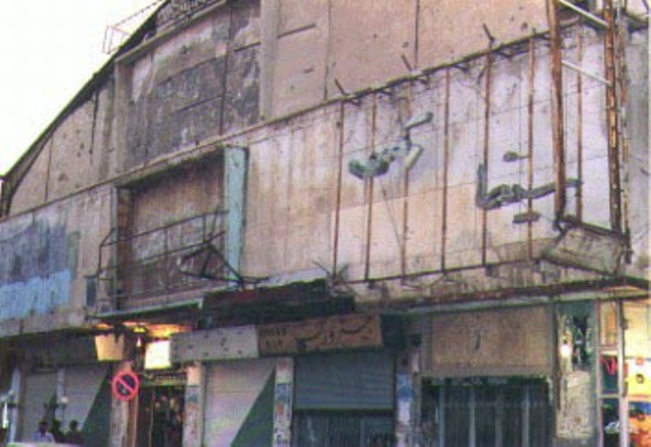 Cinematograful Rex, după ce a fost incendiat de terorişti.