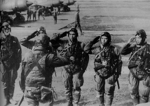 Kamikaze – Nascuti pentru sacrificiu - Descopera.ro