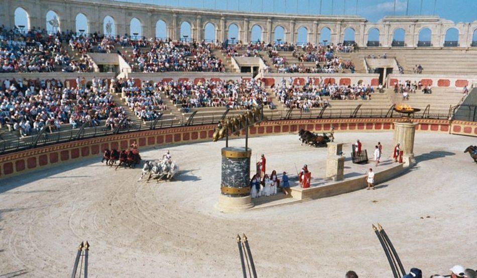 cursa de cai in amfiteatru