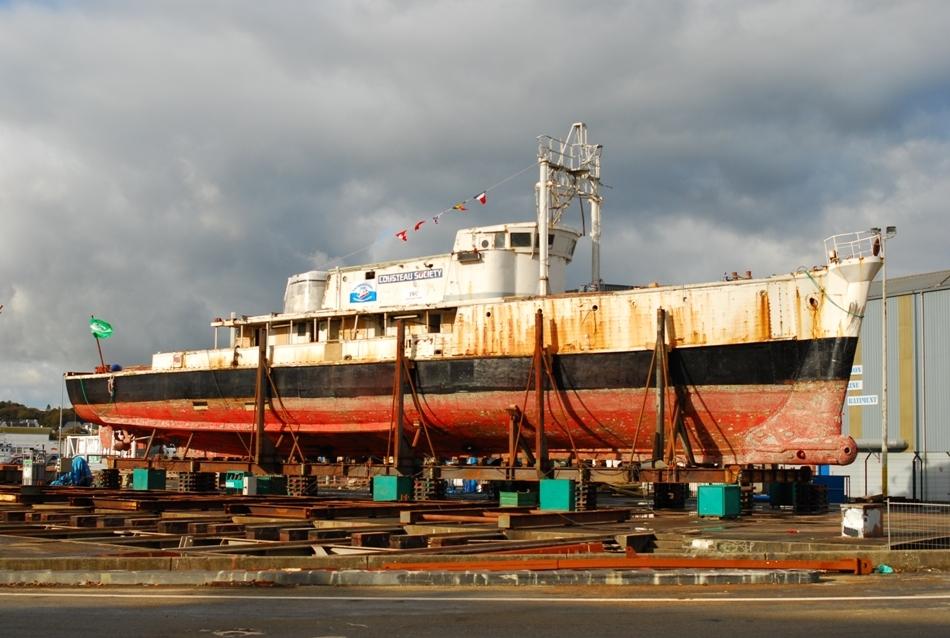 Nava Calypso recuperată în urma accidentului cu o barjă