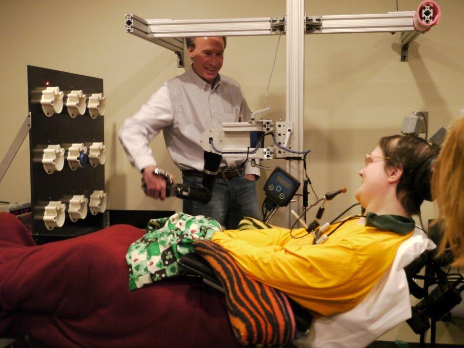 Cel mai realist braţ robotic controlat cu gândul