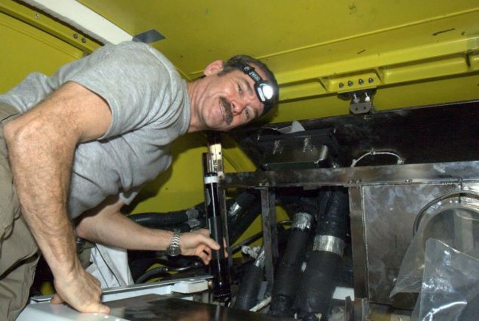 Astronautul canadian Chris Hadfield va deveni comandant al echipajului de pe SSi în luna martie a acestui an.