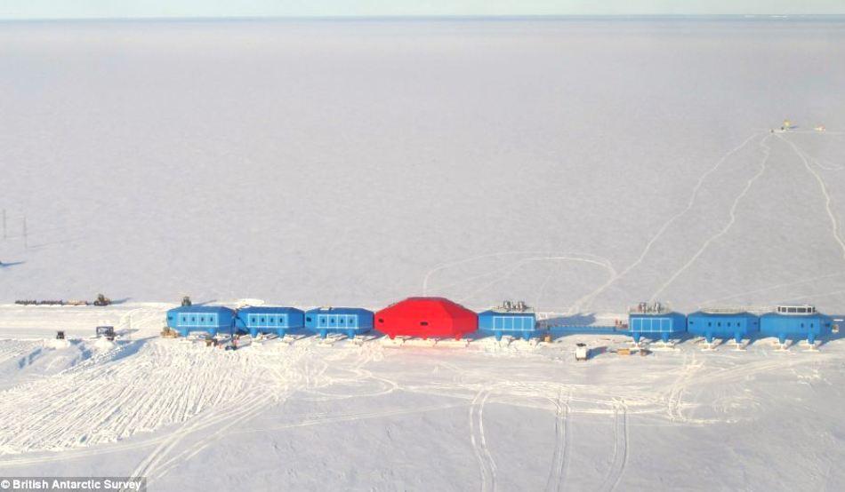 Halley VI a fost construită în decursul a 4 ani, lucrându-se doar în cursul verii antarctice.