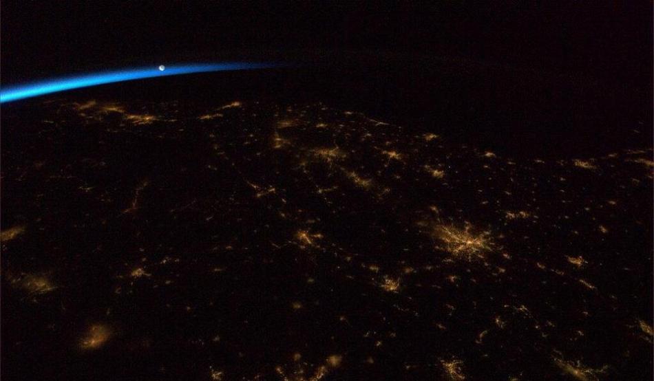 Zorii zilei surprinşi de pe ISS