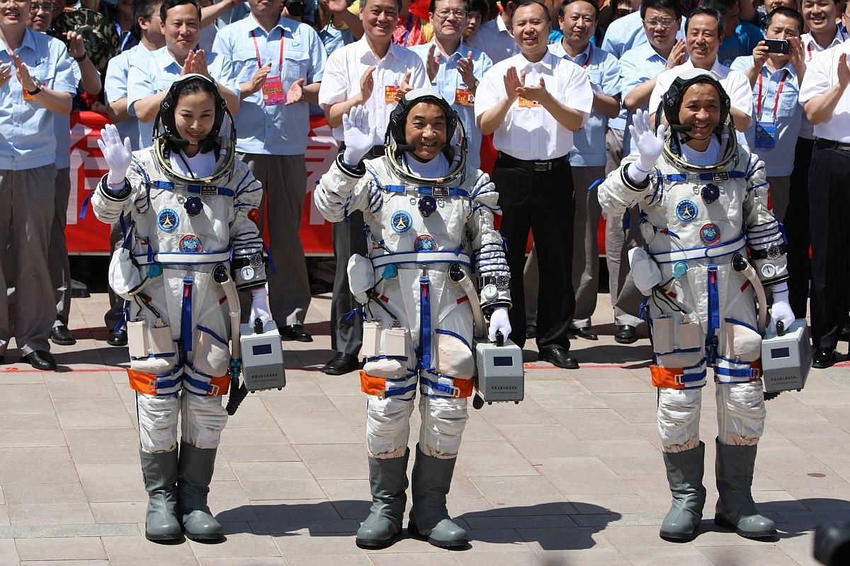 Wang Yaping, Zhang Xiaoguang şi Nie Haisheng