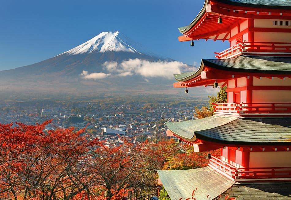 Muntele Fuji văzut din spatele pagodei Chureito