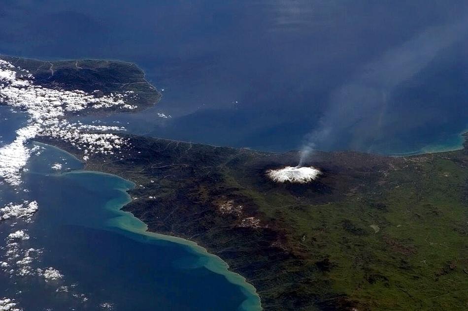 Muntele Etna fotografiat din la bordul Staţiei Spaţiale Internaţionale de astronautul Chris Hadfield