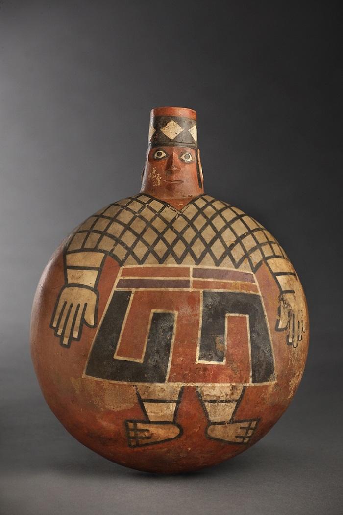Un lord Wari este pictat pe un recipient din ceramică vechi de 1.200 de ani