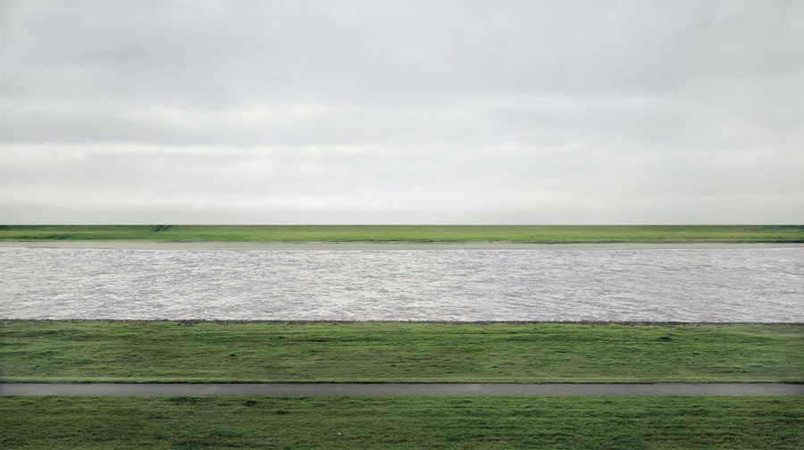 Rhein II realizată de Andreas Gursky