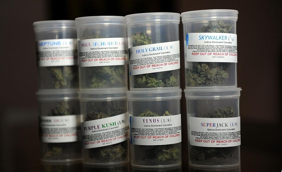 Soiuri de marijuana medicinală vândută de PureLife Alternative Wellness Center, Los Angeles, California