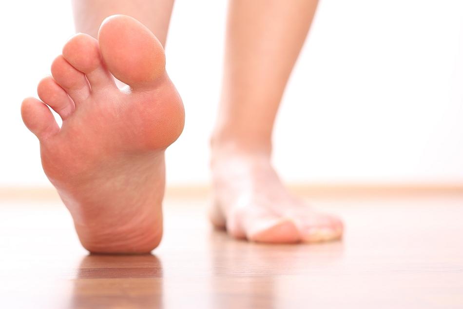 Picioarele şi mersul biped au ajutat la evoluţia speciei noastre.