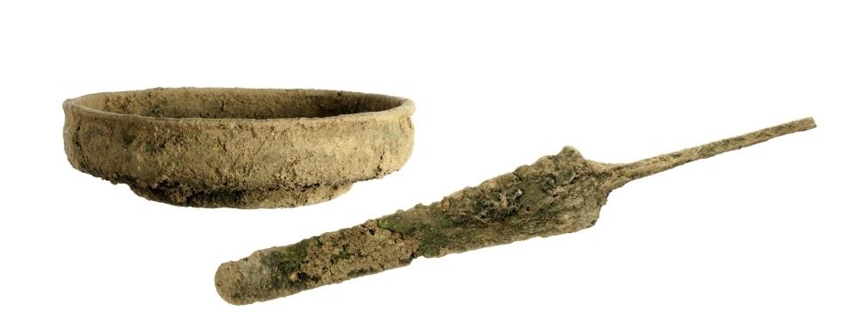 Pumnalul de bronz şi farfurioara