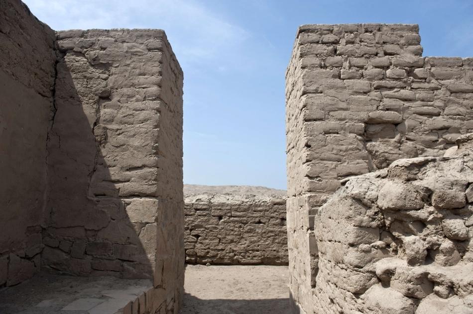 Un drum din situl arheologic Pachacamac. Ruta pelerinilor, un drum de 1250 de metri ce duce la Pachacamac, cel mai mare templu prehispanic de pe coasta peruviană, este cea mai nouă atracţie arheologică din zona Pachacamac