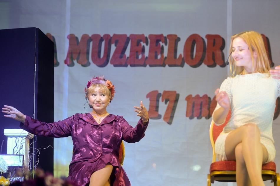 Rodica Popescu Bitănescu interpretează un rol în piesă