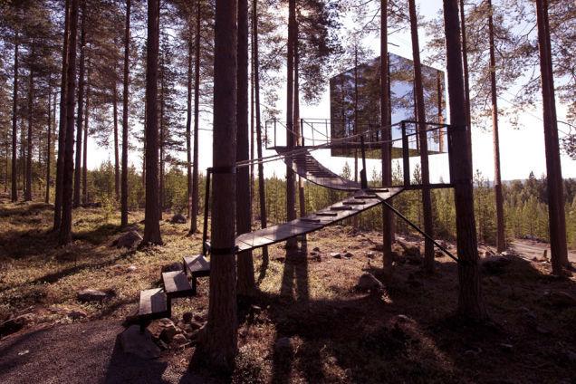 Mirrorcube, casă din copac, în Harads, Suedia, proiectată de Tham & Videgard