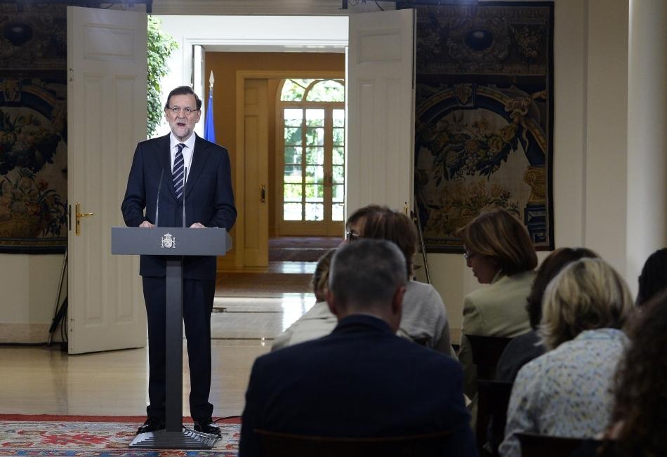 Regele Spaniei Juan Carlos, în vârstă de 76 de ani, va abdica şi-i va lăsa tronul fiului său, prinţul Felipe, a anunţat şeful Guvernului, Mariano Rajoy