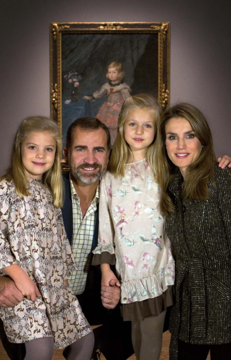 Leonor (centru dreapta), în vârstă de opt ani, fiica lui Felipe, este moştenitorul tronului Spaniei
