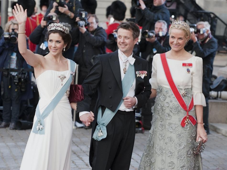 În centru, prinţul moştenitor Frederik
