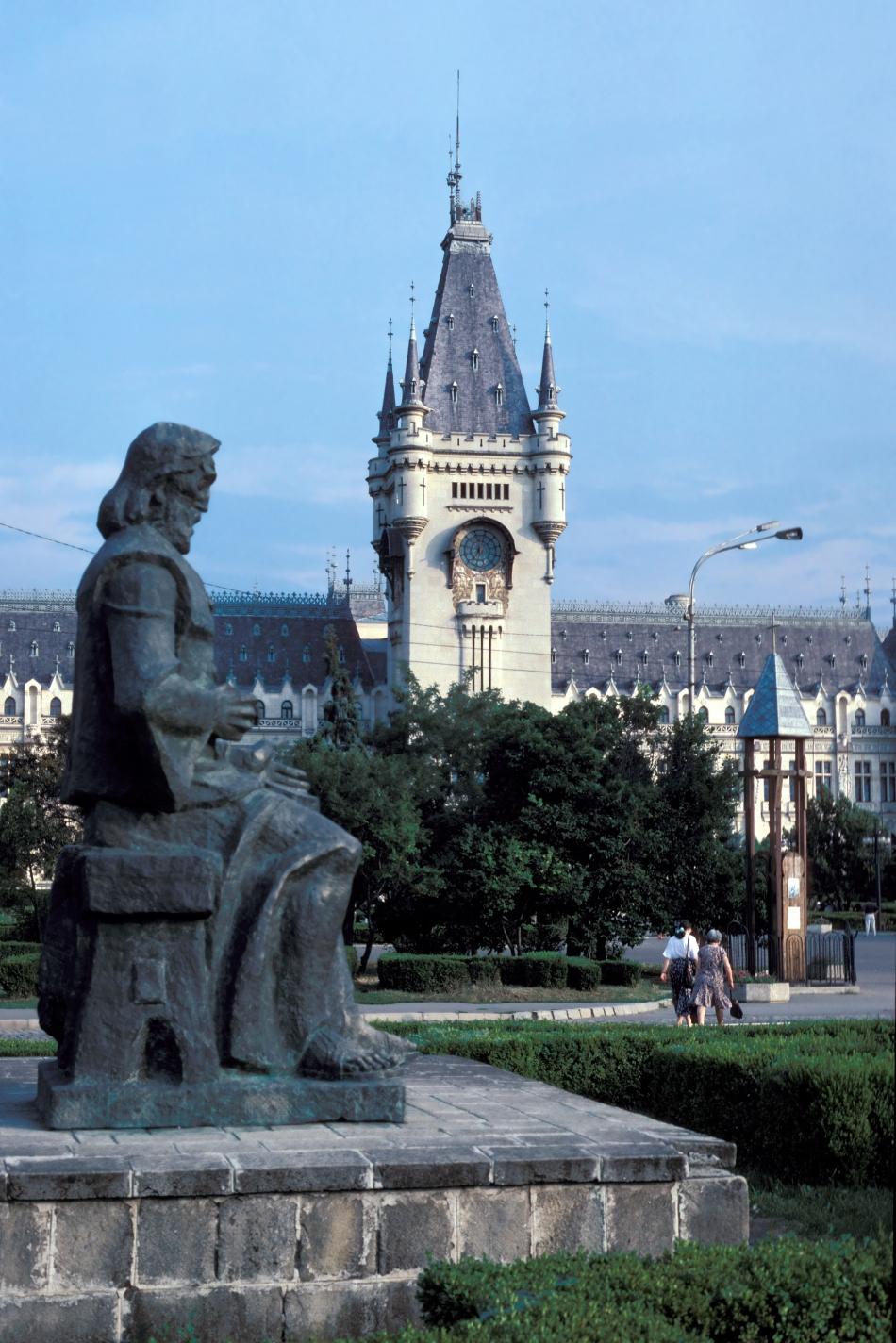 Din 1984 păşeşte aproape zilnic în turnul Palatului Culturii, pentru a veghea asupra ceasului de acolo, unul dintre ceasurile mecanice din turnuri care a funcţionat aproape fără oprire din 1925, când a arătat pentru prima dată ora exactă.