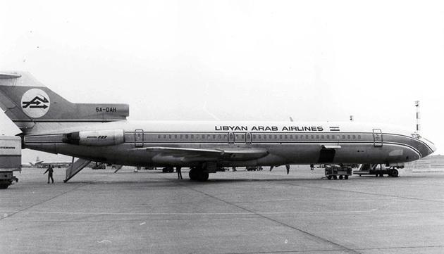 21 februarie 1973: Un avion de tip Boeing 727 aparţinând companiei Libyan Arab Airline care asigura o legătură Tripoli-Cairo este doborât de către un avion de vânătoare israelian în spaţiul aerian al deşertului Sinai.