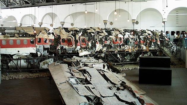 27 iunie 1980: Un avion de tip DC-9 aparţinând companiei Itavia, cu 81 de persoane la bord, care asigura o legătură Bologna-Palermo, explodează în apropiere de Insula Ustica, în largul Siciliei