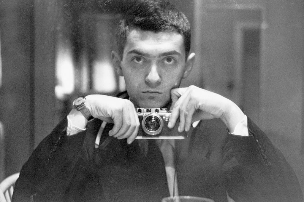 Producătorul de film american Stanley Kubrick, câştigător al premiului Oscar, şi-a făcut un