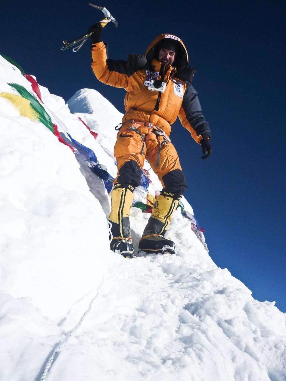 Alex pe varful Manaslu (8156m, 2011), de Richard Hidalgo