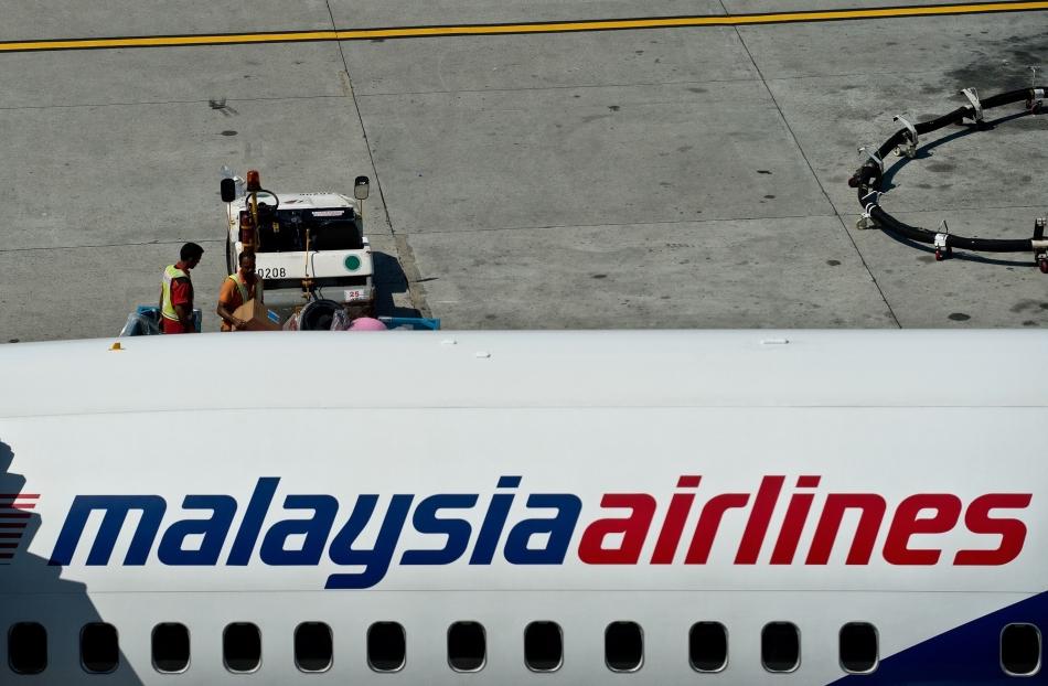 În această zi s-a produs unul dintre cele mai mari mistere ale aviaţiei civile: la 8 martie, un avion Boeing 777 care efectua zborul MH 370 al companiei Malaysia Airlines decolează din Kuala Lumpur cu destinaţia Beijing