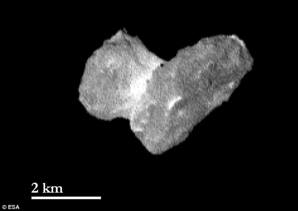 Cometa 67P/Churyumov-Gerasimenko este, cred astronomii, un corp binar de contact, format prin contopirea a două comete.