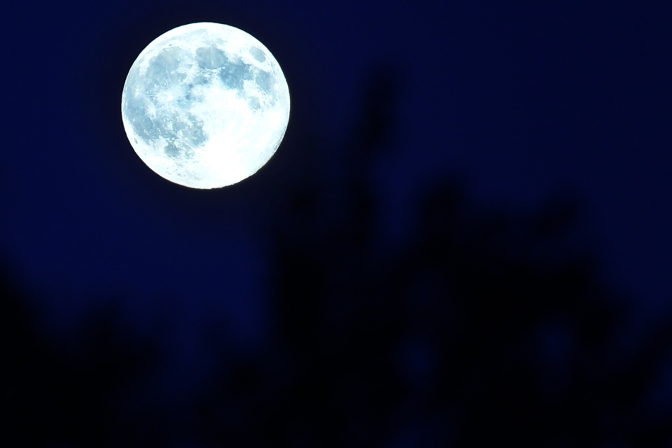 Imagine cu luna plina, in Timisoara, duminica, 10 august 2014.