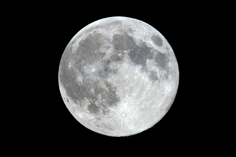 Super Luna văzută din Belgrad, Serbia