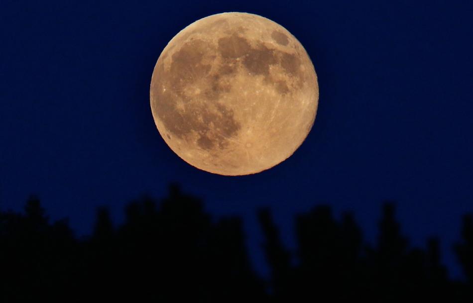 Luna la perigeu văzută din Spencer, New York