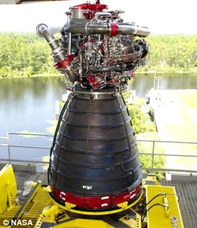 Modelul de motor ce va fi folosit pentru SLS. Mega-racheta va avea 4 asemenea motoare.