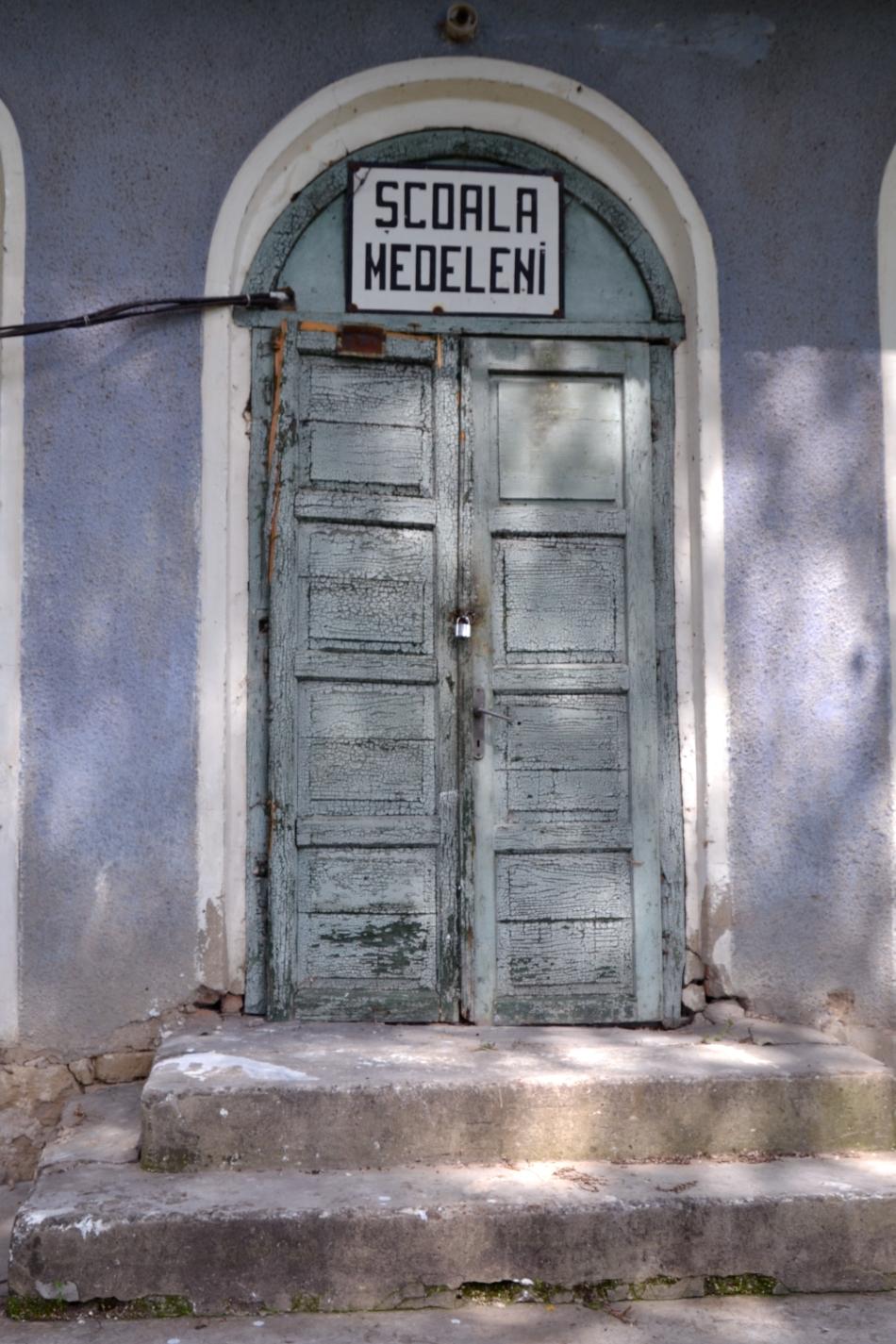Imagine cu Conacul din satul iesean Medeleni, comuna Golaesti, miercuri, 2 iulie 2014.