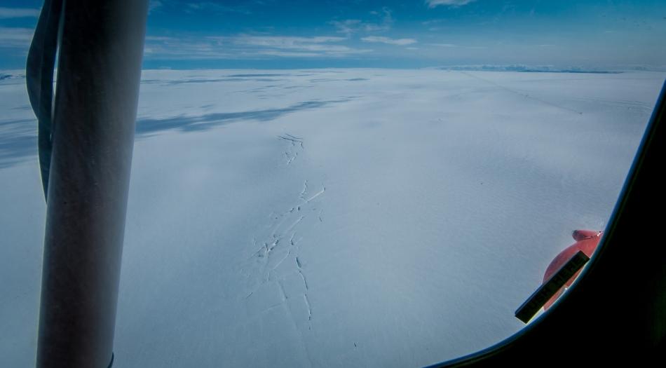 Bardarbunga, un vulcan imens, aflat sub cel mai mare gheţar din ţară, cu o altitudine de până la 2.000 de metri, este considerat destul de periculos pentru a ameninţa, în cazul unei erupţii, traficul aerian din nordul Europei şi Atlanticul de nord, ca Vulcanul Eyjafjallajökull, în 2010.