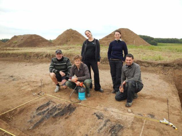 Arheologi lângă ruinele descoperite