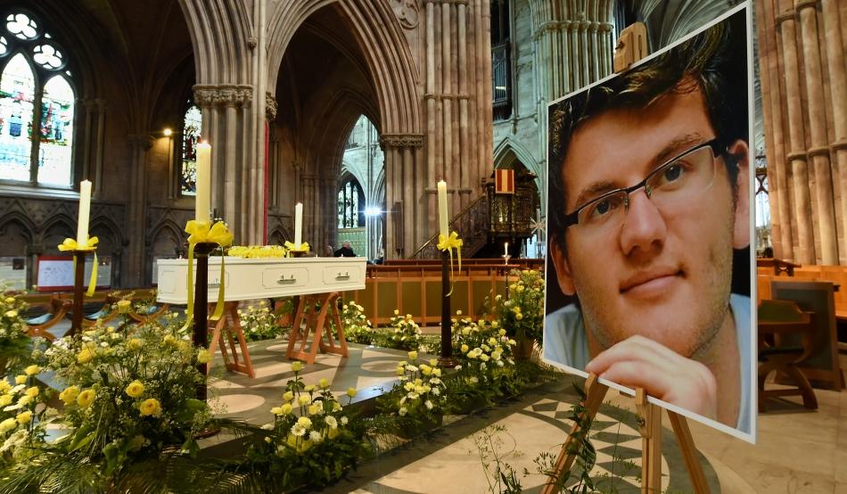 Stephen Sutton a fost diagnosticat cu cancer colorectal la 15 ani şi a murit în luna mai a acestui an, la 19 ani.