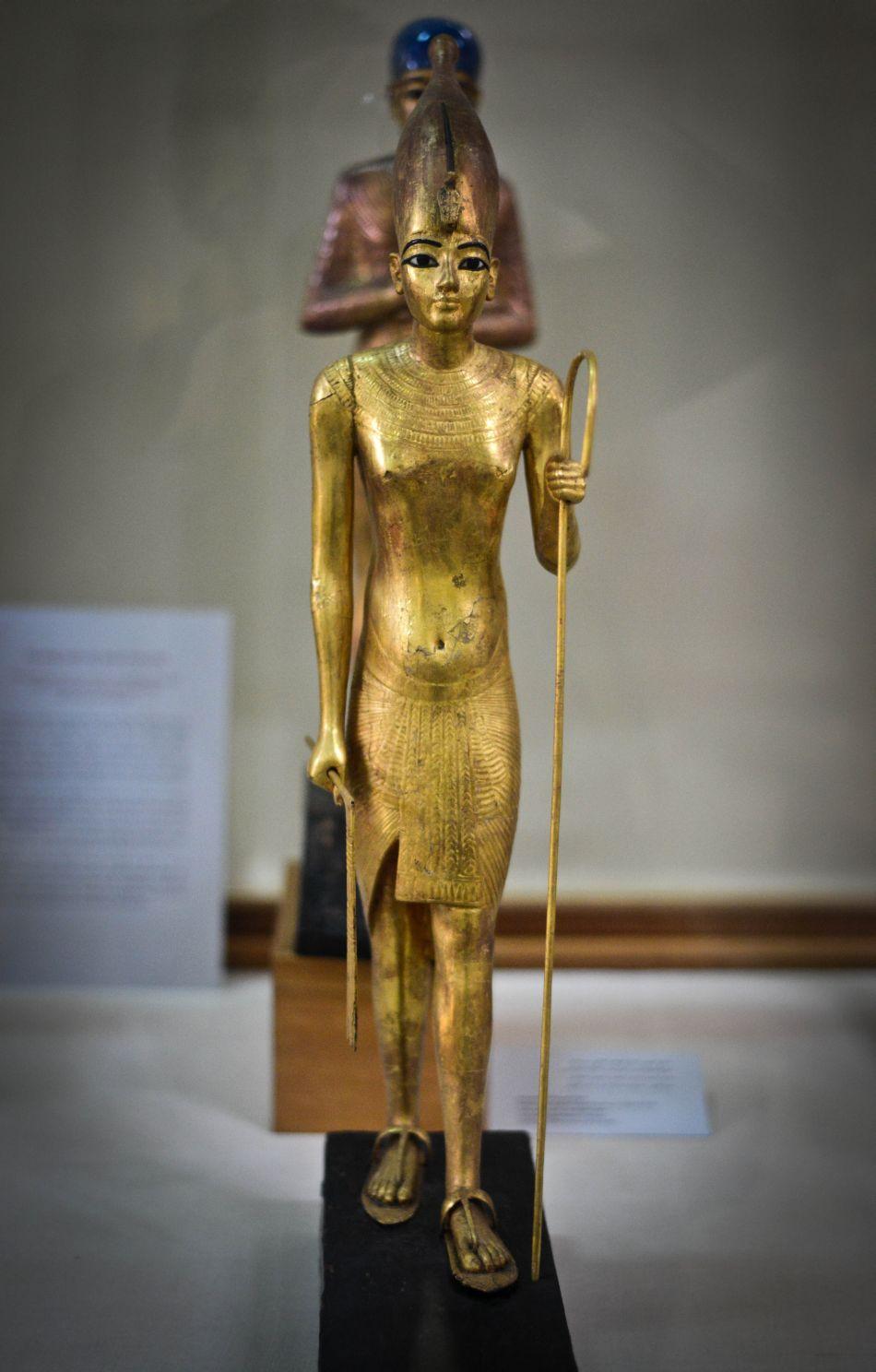 O statuetă înfăţisându-l pe Tutankhamon