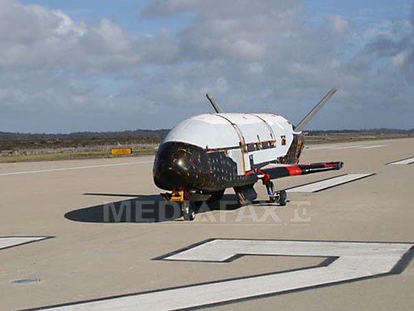 Avionul spaţial misterios X-37B a ajuns pe Terra. Care sunt posibilele misiuni ale navei (Imagine: Mediafax Foto/AFP)