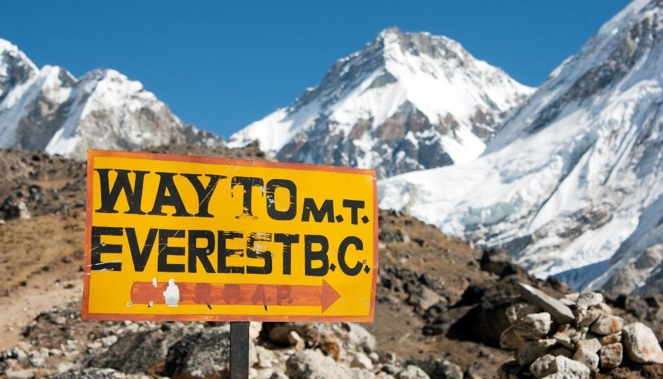 Bornă pe Muntele Everest