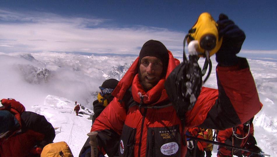 Erik învingător pe vârful Everestului
