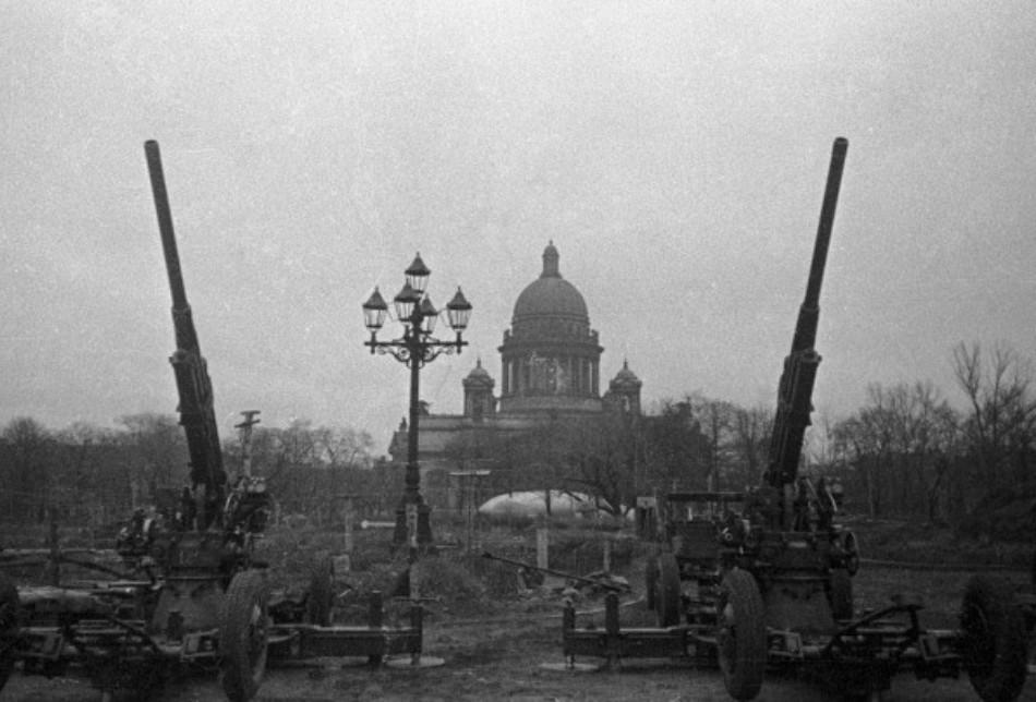 Asediul oraşului Leningrad în timpul celui de-al doilea Război Mondial