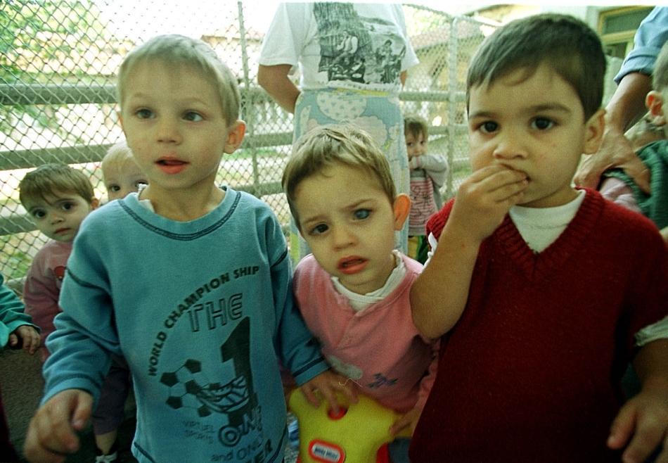 Drama orfanilor din România: cum au ajutat aceşti copii ştiinţa