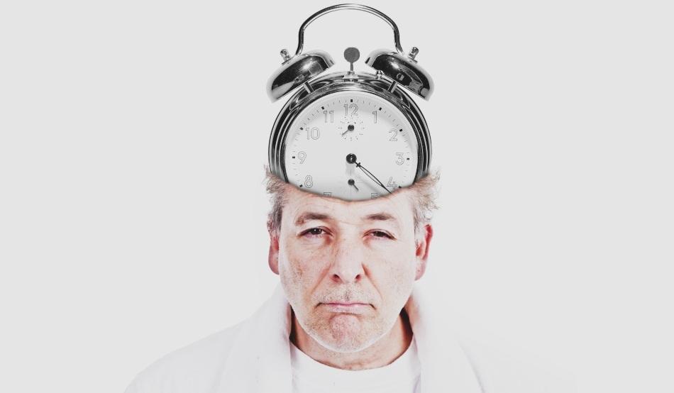 Când ne dezorientăm propriul corp: de ce este periculos să mâncăm noaptea?