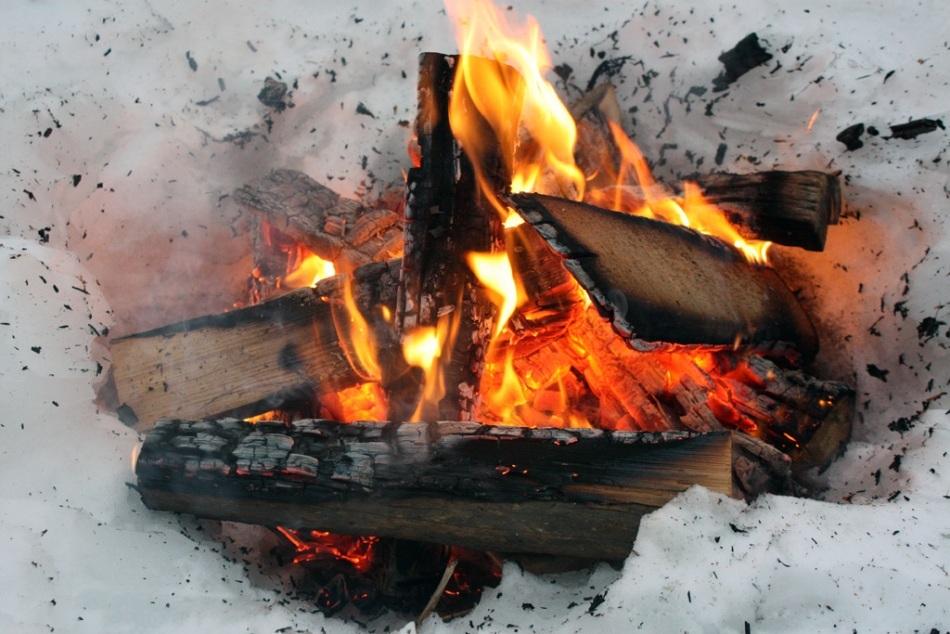 Focul în zăpadă este reuşit doar de experţii în supravieţuire