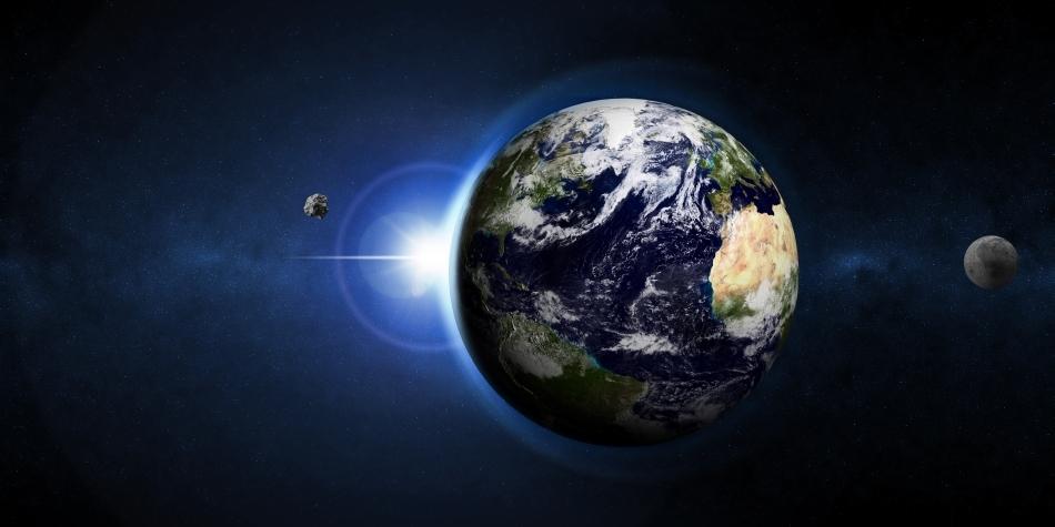"""Pe lângă Luna noastră cea de toate nopţile, Terra ar mai putea fi însoţită, pe perioade variabile de timp, de alte câteva """"mini-luni"""" capturate din spaţiul cosmic."""