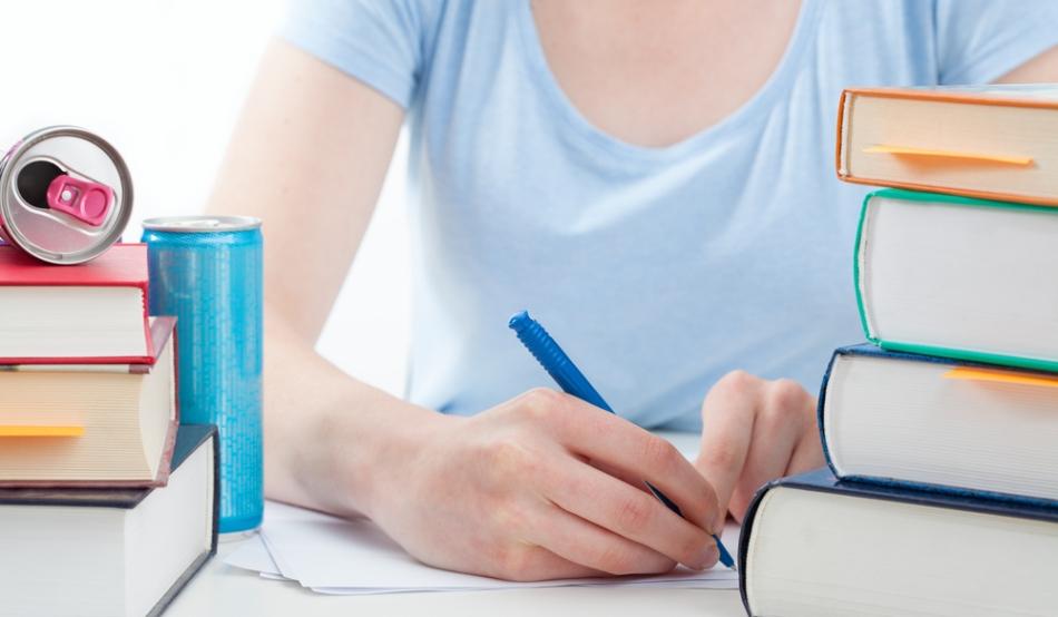 Fetele care consumă regulat energizante riscă să sufere de anemie, deoarece cafeina inhibă absorbţia fierului în organism.
