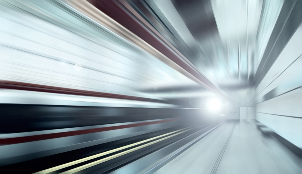 Dacă un tren ar atinge 99,99% din viteza luminii, pentru oamenii de la bord o zi va însemna un an pentru cei aflaţi în exterior